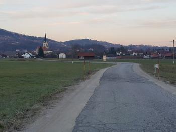 Razpisi in dela na državni cesti pred vrati