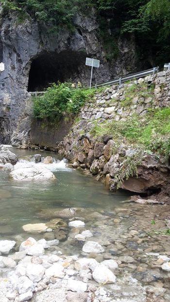 Začela se je sanacija pred vhodom v tunel v Dovžanovo sotesko