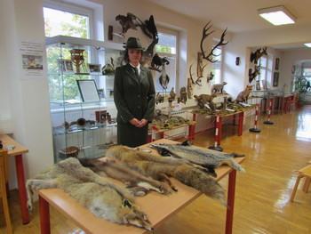 Mala lovska razstava v blejski knjižnici
