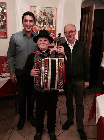 Razglasili absolutnega zmagovalca tekmovanja harmonikarjev za nagrado Avsenik 2018