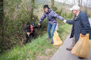 Z brezdomci na čistilni akciji