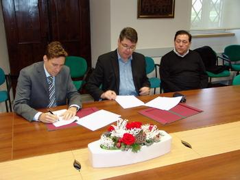 Podpisana pogodba za 1. fazo širitve šempetrskega pokopališča