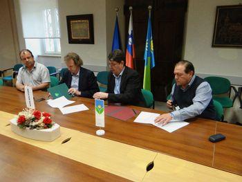 Podpisana pogodba za izvedbo krožnega križišča pri bolnišnici v Šempetru