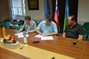 Podpisana pogodba za izvedbo kanalizacije in vodovoda v Vrtojbi