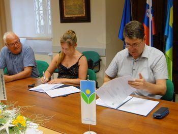Podpisana pogodba za izvedbo del na krajevni knjižnici v Šempetru
