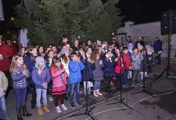 Zažareli sta praznični smreki v Vrtojbi in Šempetru