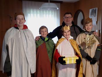 """""""Glejte, glejte, kaj je tam, trije kralji gredo k nam!"""""""