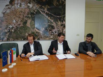 Podpisana pogodba za izvedbo prometnega otoka na lokalni cesti Vrtojba-Križcjan