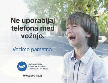 Uporaba telefona med vožnjo je nevarna!