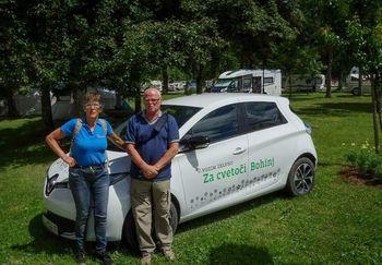 Organiziran prevoz starostnikov in invalidov z električnim avtomobilom