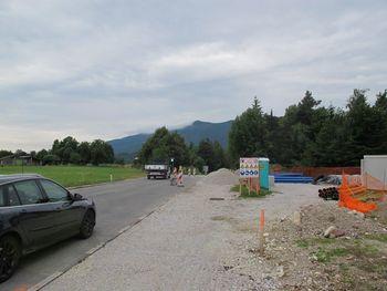 Gradnja pločnika ob Cesti na Jezerca