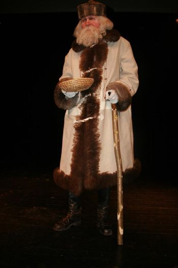 Predstava HOP V PRAVLJICO in obisk Dedka Mraza