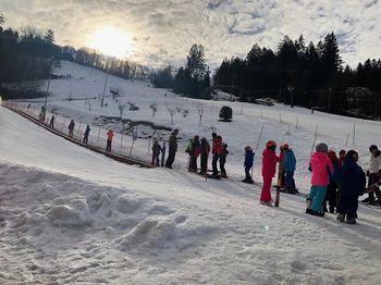 Petdeset otrok iz Baške preživlja lep zimski teden na Celjski koči