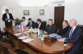 Podpis partnerskega dogovora za kvalitetno pitno vodo