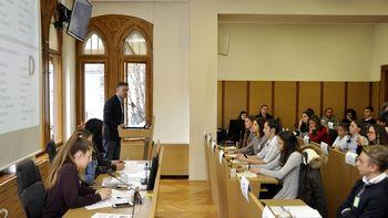 Mladi parlamentarci razpravljali na rotovžu