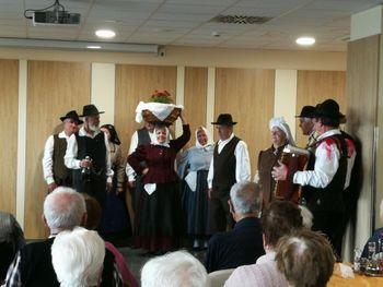 Folklorna skupina Cerklje obiskala Dom Taber