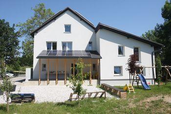 Novo življenje energetsko prenovljene Viške hiške