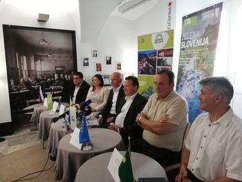 Skupna novinarska konferenca pred Dirko po Sloveniji
