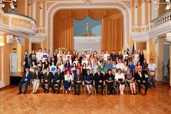 Župan Bojan Šrot sprejel 56 najuspešnejših osnovnošolcev in učencev Glasbene šole Celje