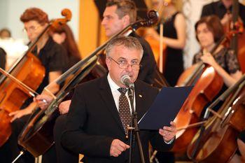 """Dr. Bojan Cvelfar: """"Srečni smo, da jo imamo. Državo. Našo ljubo Slovenijo."""""""