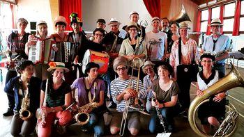 Glasbena skupina La FANFARONE v Novem mestu