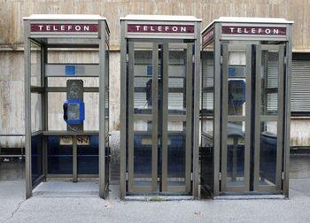 Odgovor na pobudo POSTAVITEV TELEFONSKE GOVORILNICE NAZAJ NA SVOJE MESTO