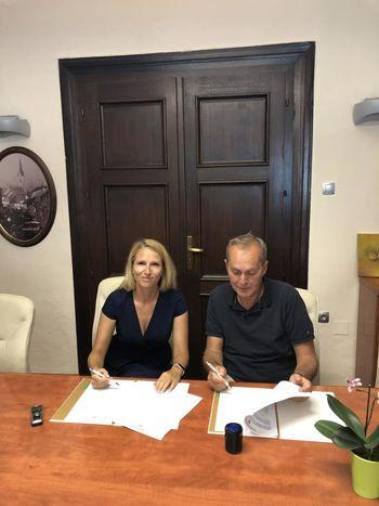 Podpis pogodbe za širitev vodooskrbe