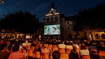 Kino na trgu prijetna popestritev poletnega dogajanja