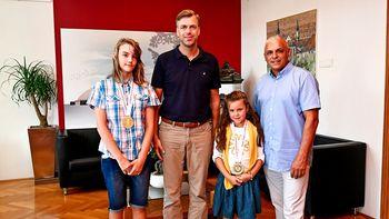 Župan sprejel svetovni prvakinji iz Karate kluba Novo mesto