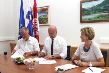 Podpisana pogodba za izvajanje šolskih prevozih