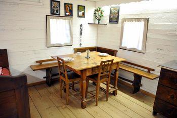 Okrogla miza Spominske hiše in muzejski prostori