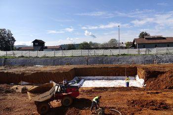 Gradbena dela za izgradnjo parkirne hiše P+R Grosuplje intenzivno potekajo