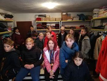 Učenci šolske skupnosti obiskali skladišče Rdečega križa