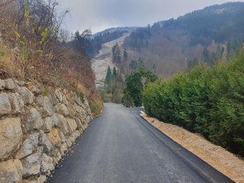 V Pečovniku smo asfaltirali 370 metrov dolg odsek javne poti do Trobiševe bukve