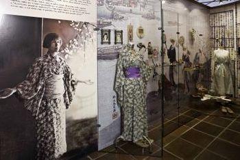 Pokrajinski muzej Celje: Javno vodstvo po razstavi Alma M. Karlin Poti