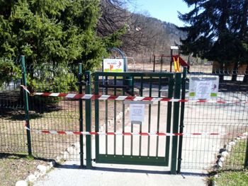 Župan odredil zaprtje vseh otroških in šolskih igrišč