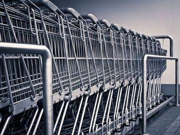Čas nakupovanja ranljivih skupin podaljšan za eno uro