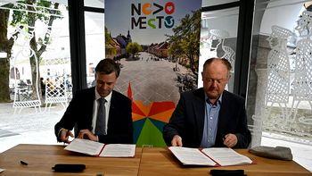 Podpisali pogodbo za gradnjo stanovanj na Glavnem trgu