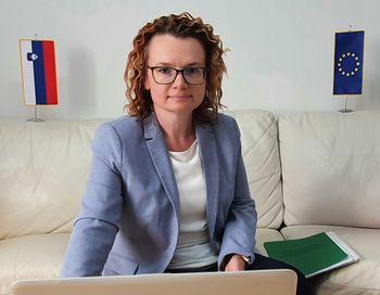"""Državna sekretarka mag. Monika Kirbiš Rojs: """"Načrt za okrevanje Evropske unije je ambiciozen korak v pravo smer"""""""