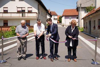 Namenu predali prenovljeno regionalno cesto Slovenska vas–Šentrupert