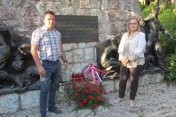 Položili cvetje k spomeniku na Belem polju