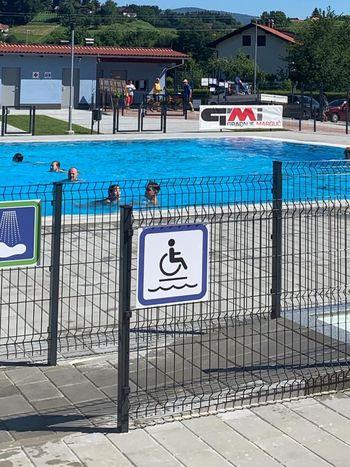 Konjiški bazen tudi invalidom prijazen