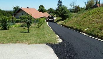 Javni razpis za sanacijo lokalne ceste MOZIRJE – VRHI – TRNAVČE (MLEČNA CESTA)