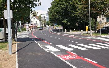 Prenovljena Taborska cesta v Grosupljem z obojestranskim pločnikom in kolesarskim pasom