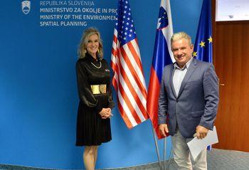 Minister mag. Vizjak na vljudnostni obisk sprejel ameriško veleposlanico