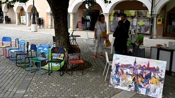Osnovnošolci navdušeno ustvarjali na Dnevu odprtih ateljejev na Glavnem trgu