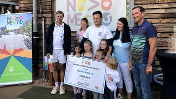 Dobrodelna nota županovega teniškega turnirja znova dosegla svoj plemenit namen