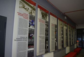 Ob prazniku športa spominska zbirka v hokejski dvorani Podmežakla