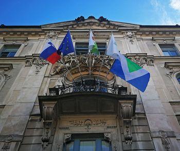 Veganska zastava v Ljubljani ob svetovnemu dnevu veganstva