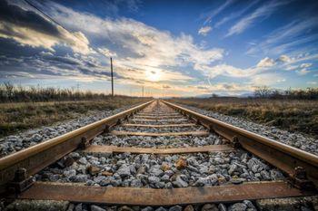 Popolna zapora železniške proge med Jesenicami in Kranjem